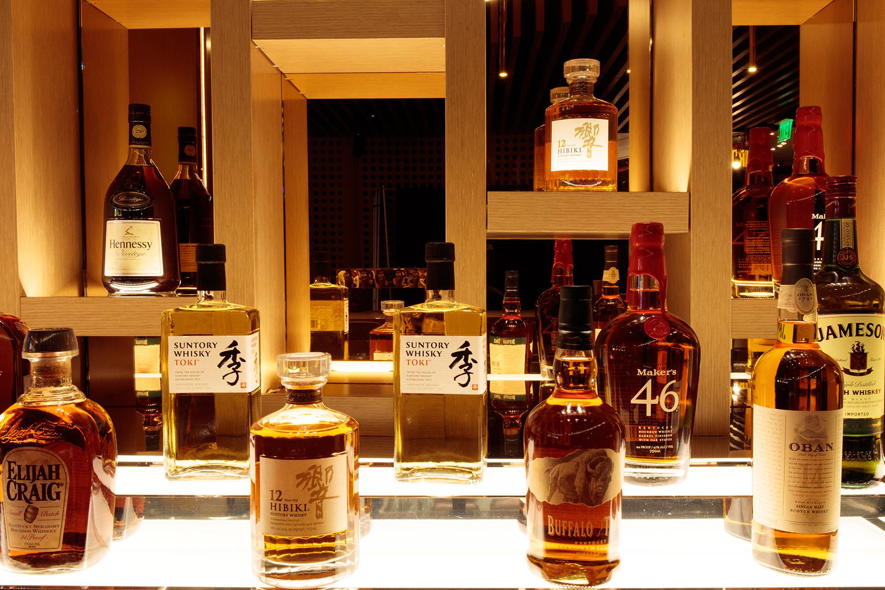 restaurant interior bar